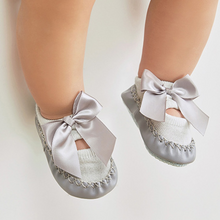 Load image into Gallery viewer, Baby's Bowknot Hollow-out Sock