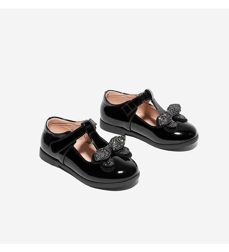 Bow small children's shoes