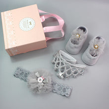 Load image into Gallery viewer, Newborn baby bow crown socks set