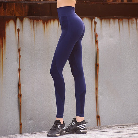 woman-wears-stretchy-workout-leggings-blue