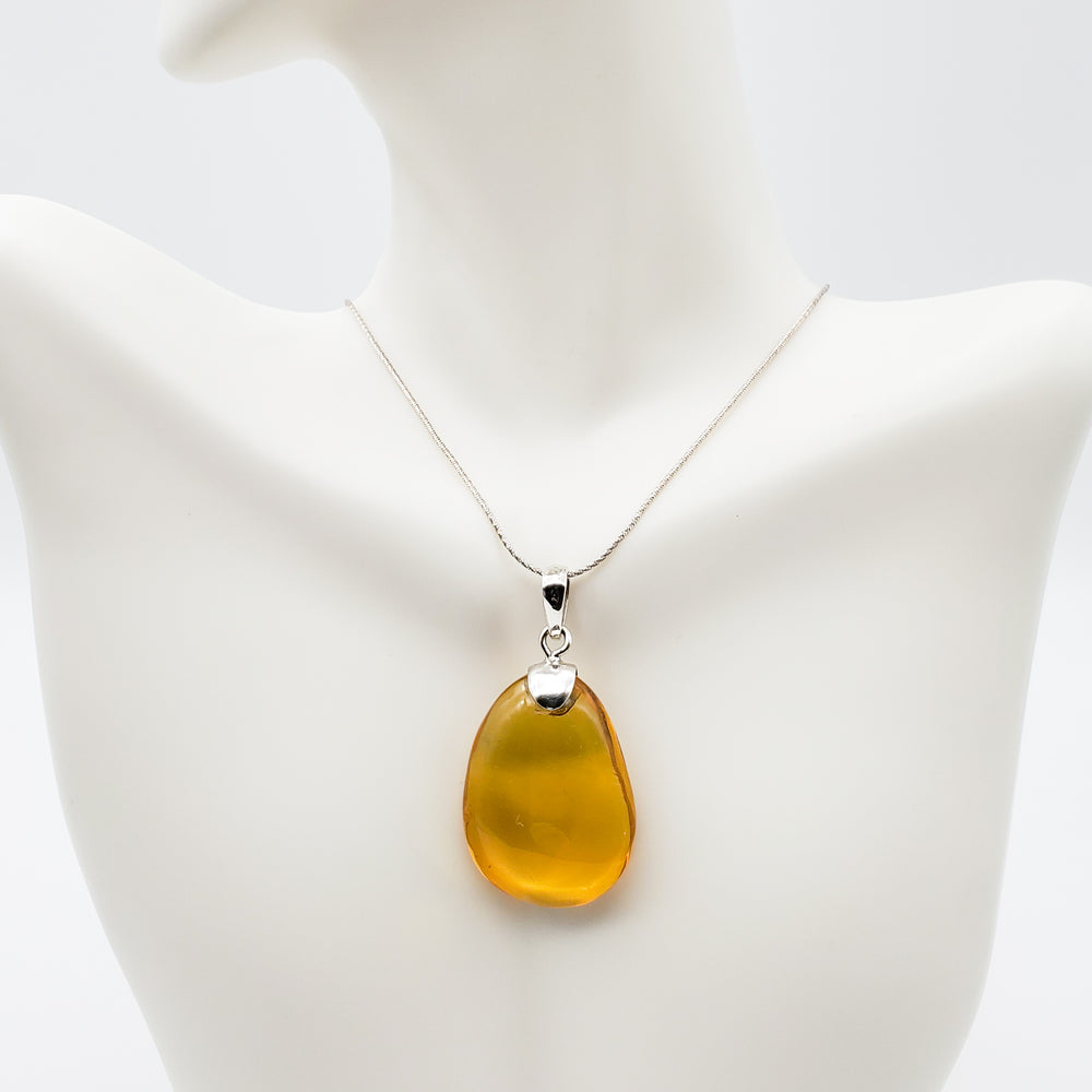 Oval Amber Pendant, Dianna