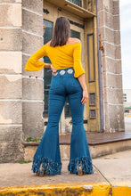 Load image into Gallery viewer, High rise flared frayed jeans