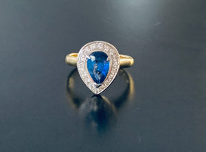 Women's pear cut sapphire & diamond ring