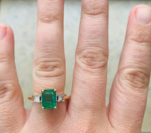 Load image into Gallery viewer, Women's Natural 2ct Emerald and Diamond ring