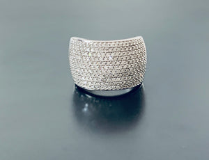 Women's stunning diamond shield ring white gold val $4320