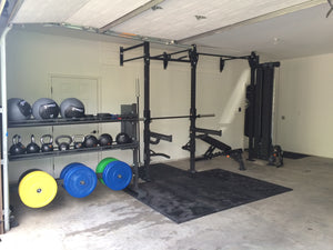 Pros and Cons of Owning a Garage Gym VS. Having a Gym Membership