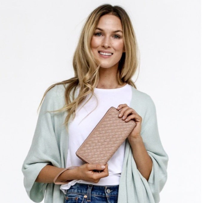 Peggy Wallet Nude