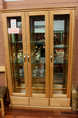 Chestnut 3DR/3DRW Display Cabinet
