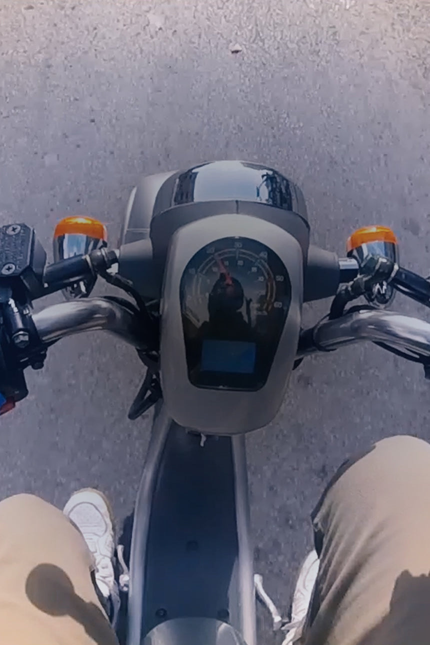 https://cdn.shopify.com/s/files/1/0056/5762/4689/files/scooter_sightseeing_montreal.mp4?24633