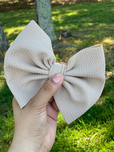 TOFFEE BOW