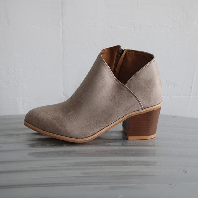 Butterfly-knot Chelsea Boots