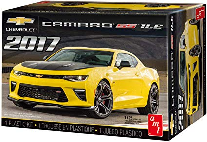 Skill 2 Model Kit 2017 Chevrolet Camaro SS 1LE 1/25