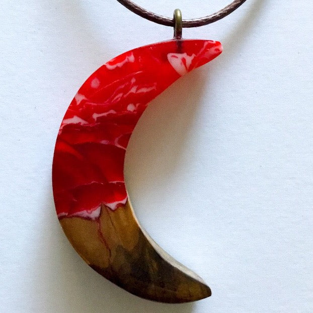 Red, Wood and Blue Pendant - Crescent Moon Red [01]