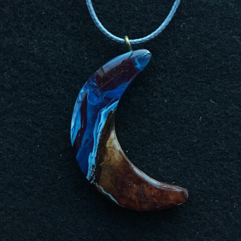 Red, Wood and Blue Pendant - Crescent Moon Blue [01]