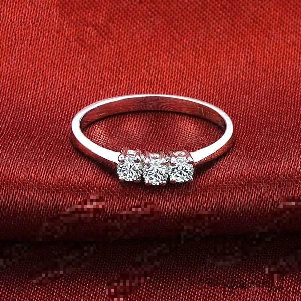 0.3 Carat Solid 750 Gold Three Stone Luxuriant Real Moissanite Women Wedding Ring Lovely Design Style High Quality Guarantee