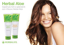 Carica l'immagine nel visualizzatore di Gallery, Herbal Aloe Strengtheining Conditioner -Balsamo fortificante (250 ml)