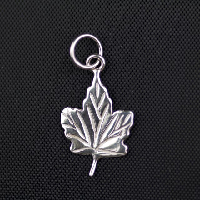Sterling Silver Detailed Maple Leaf Charm (19mm x 14mm x 1mm)