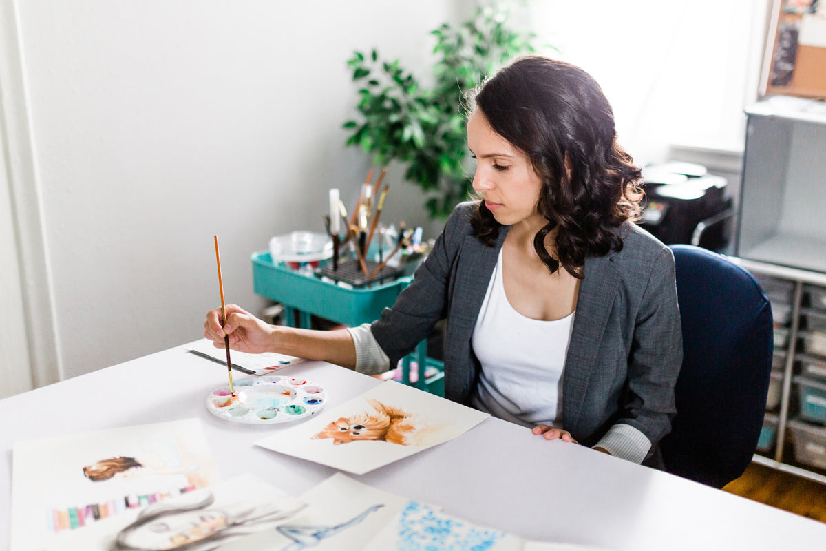 Artist Maria Ahrens painting with watercolors