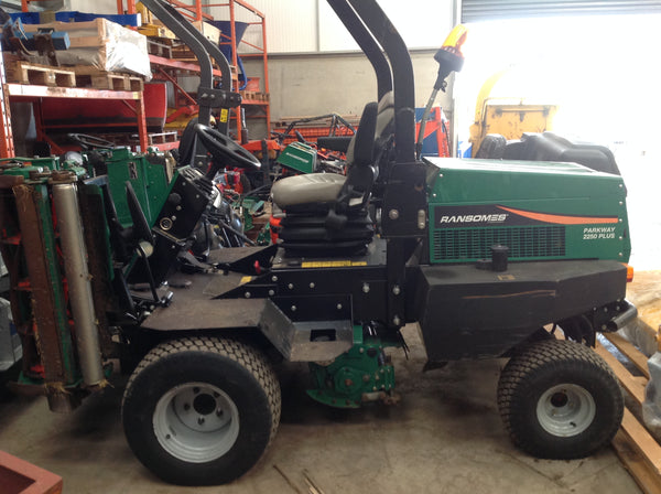 Ransomes Parkway 2250 Plus Triple Cylinder Ride on Mower
