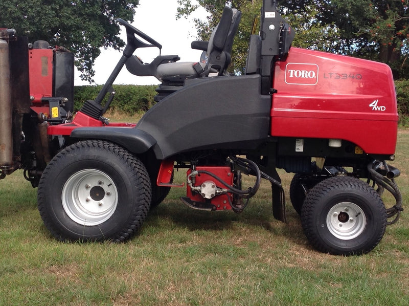 Toro LT3340 Triple Cylinder Ride on Mower , Toro Triple Mower 2014