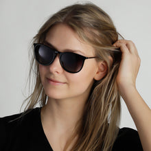 Load image into Gallery viewer, Vanille Black Glossy Frame Sunglasses with Metal Temples