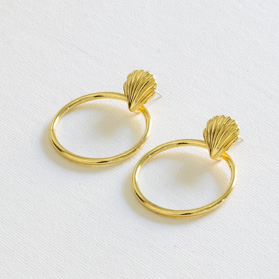 Vanessa Shell Circle Earrings in 22 k Gold