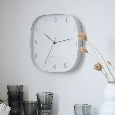 shape-wall-clock-from-hjouse-doctor