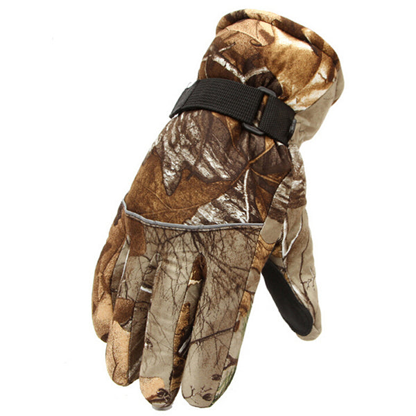 Male In Camouflage Ski Gloves Thicker Skid Weatherization