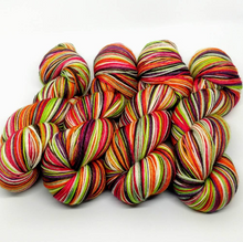Load image into Gallery viewer, Heriloom Carrots- 10 Stripe Self Striping, Ready To Ship