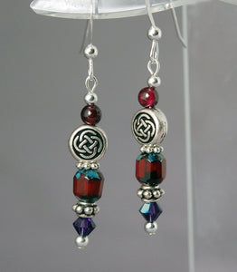 GS436 Kindred Spirits Celtic Knot with Red Garnet