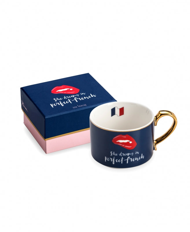 "Taza ""She Dreams In Perfect French"""