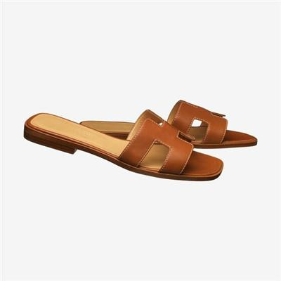 H Modeling Oran Leather Sandals