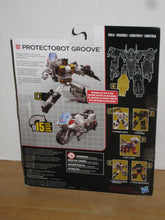 Load image into Gallery viewer, Transformers Generations Combiner Wars Deluxe Class Protectobot Groove