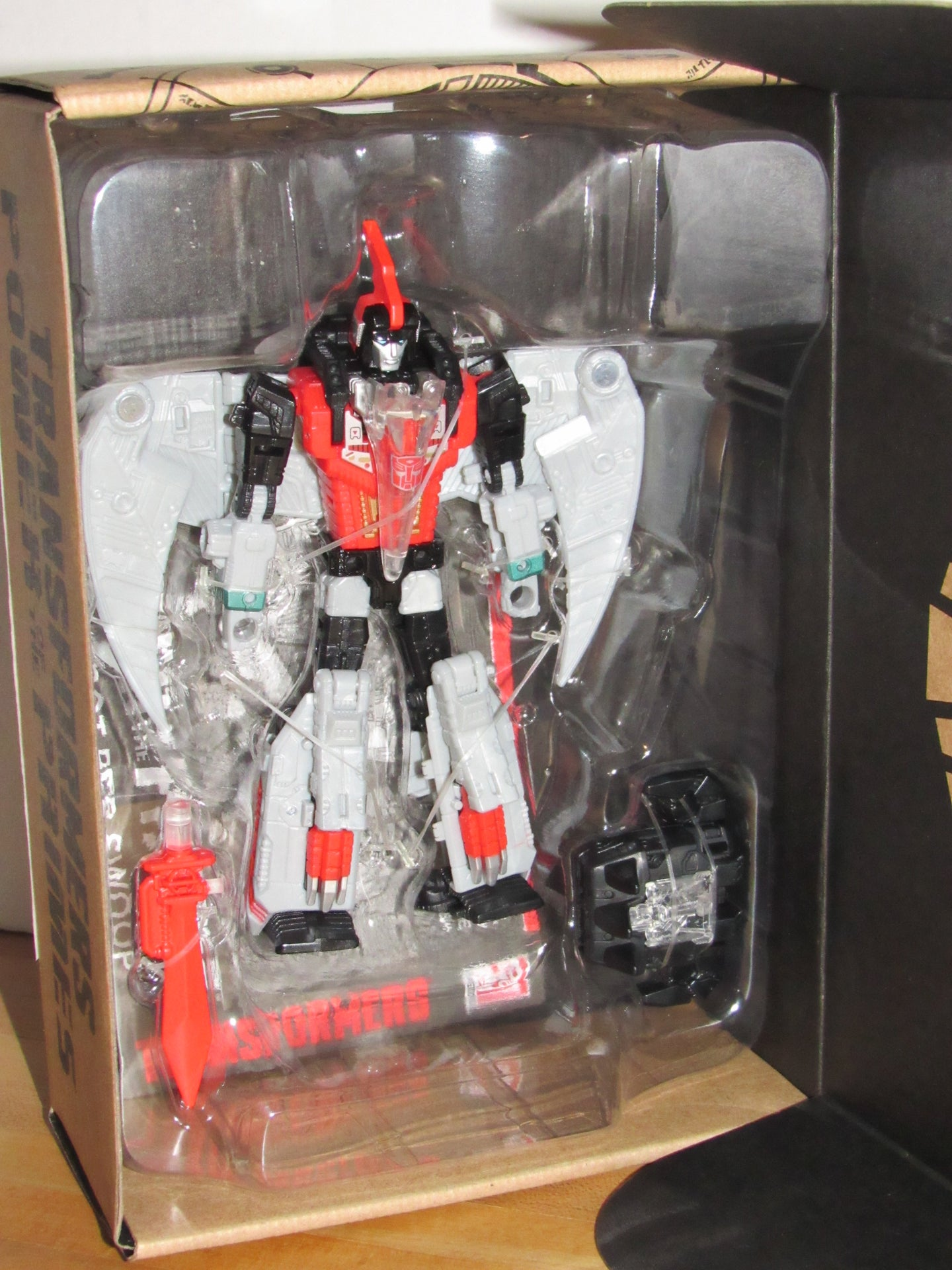 Transformers Generations Selects Power of the Primes Deluxe Class Dinobot Red Swoop