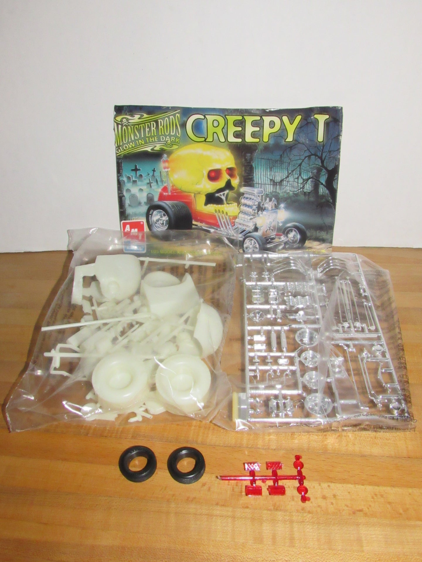 AMT Ertl Monster Rods Glow in the Dark Creepy T 1:25 Scale Model Kit