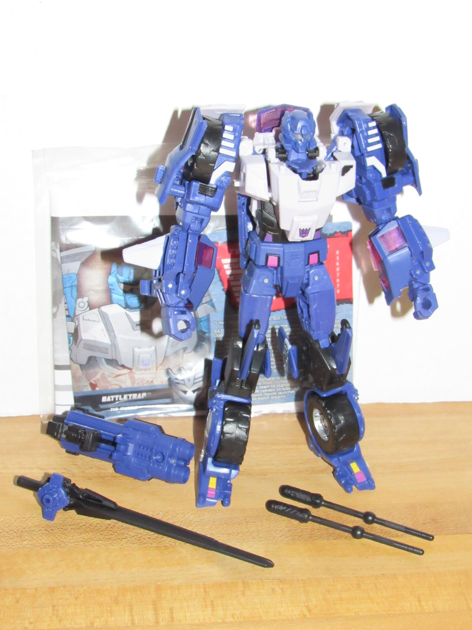 Botcon 2015 Transformers Cybertron Most Wanted Battletrap New