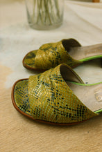 Load image into Gallery viewer, 1980 Green Shoes