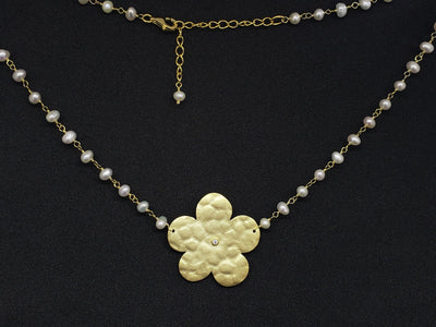 Flowers & Pearls Necklace
