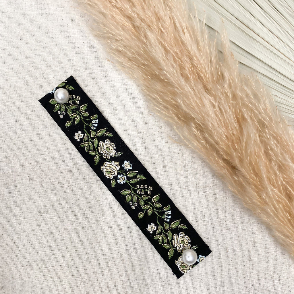 THE MASK EXTENDER IN BLACK FLORAL