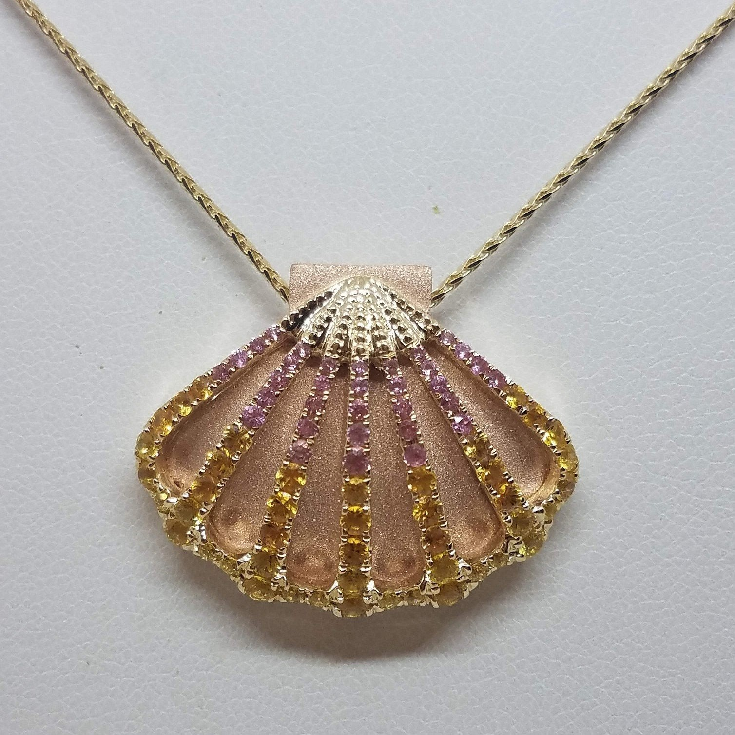Sunrise Shell Pendant in Gold