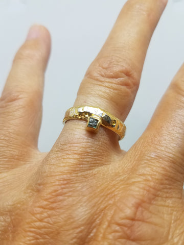 Two Tone Rough Diamond Offset Ring