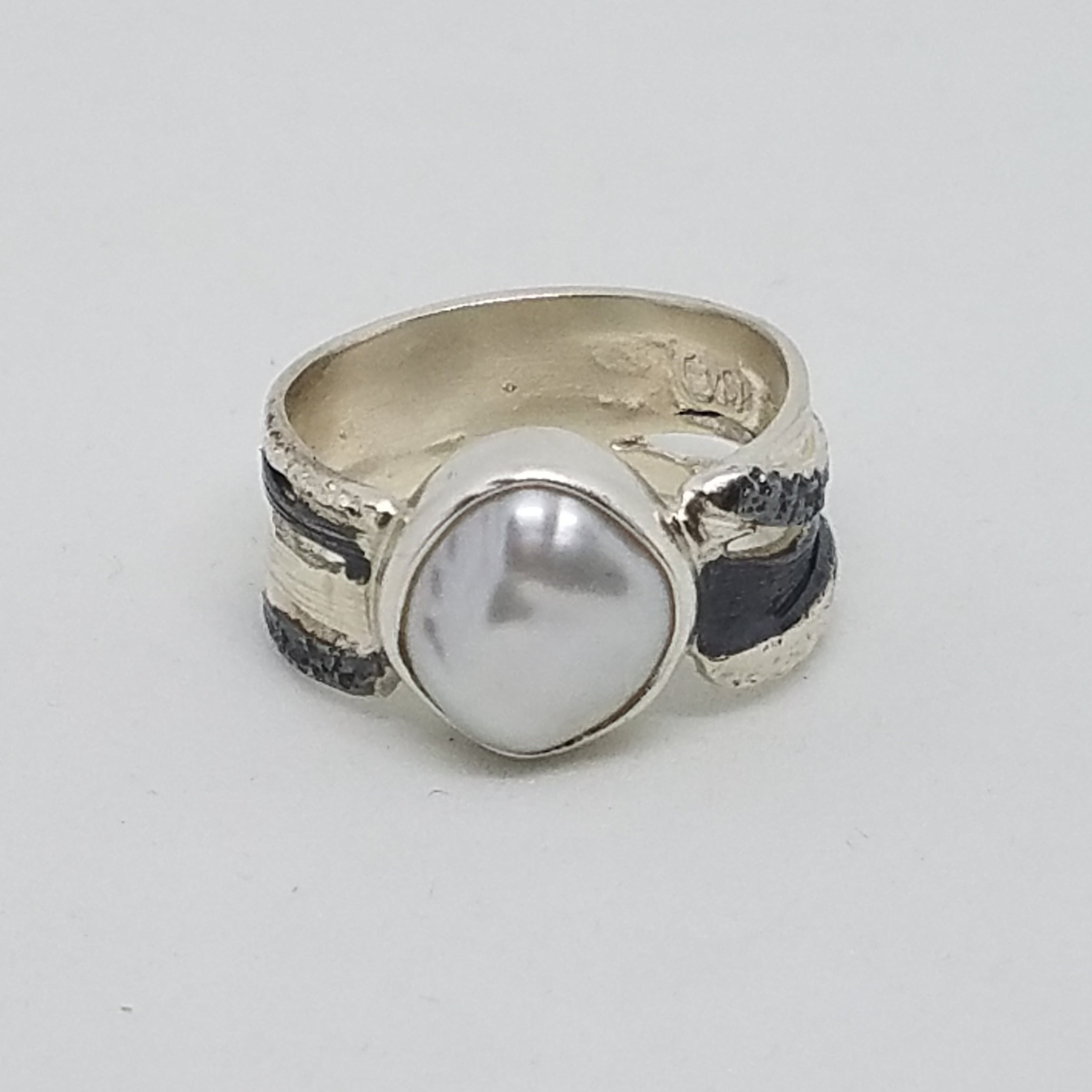 Two Tone Freshwater Pearl Ring