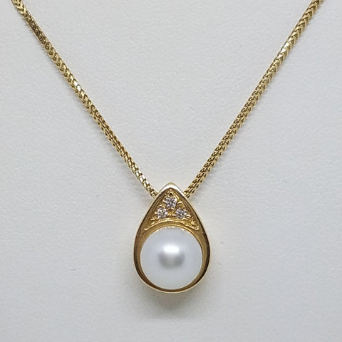 Yellow Gold White South Sea Pearl Pendant with Diamonds