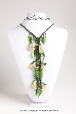 Calla Lily with Dark Green Aceite Lariat Necklace