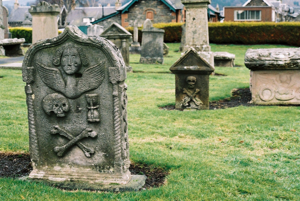 tamed winds t-shirt shop and blog, a knight templar grave at peebles scotland