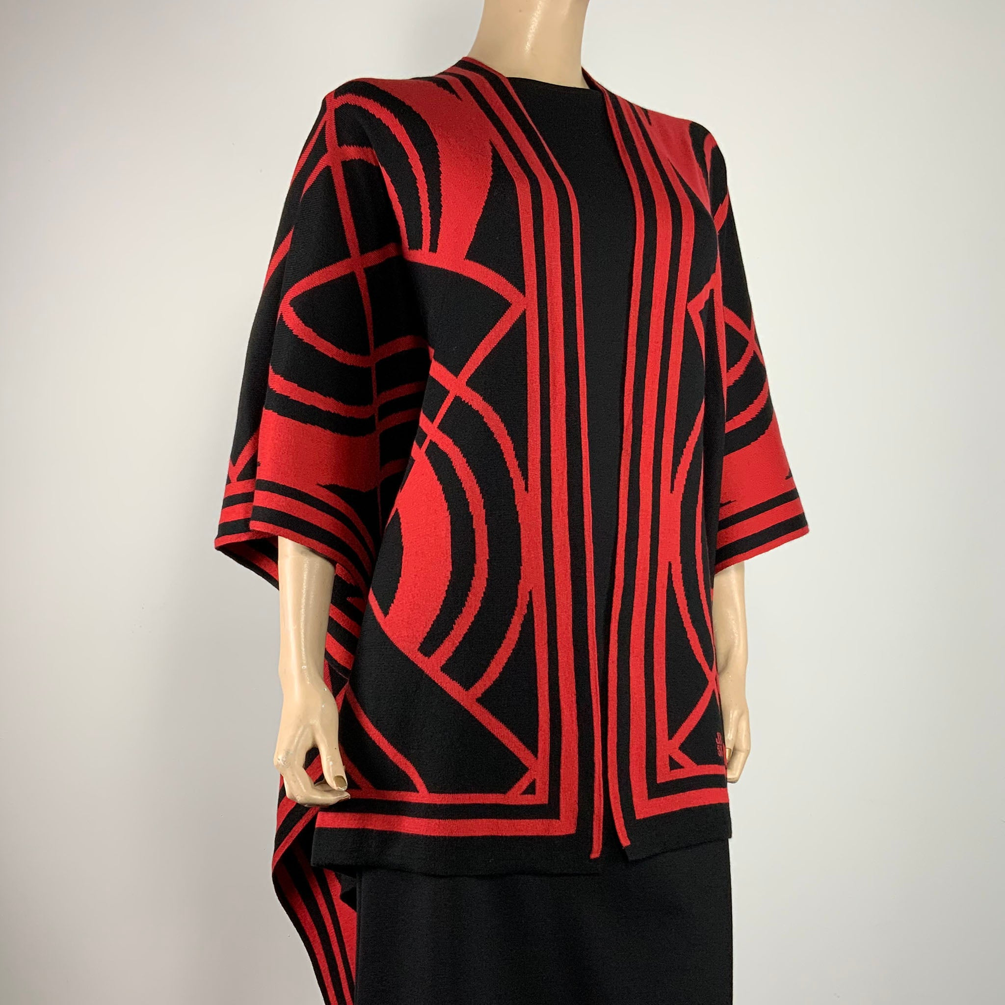 Deco Cape Black & Red