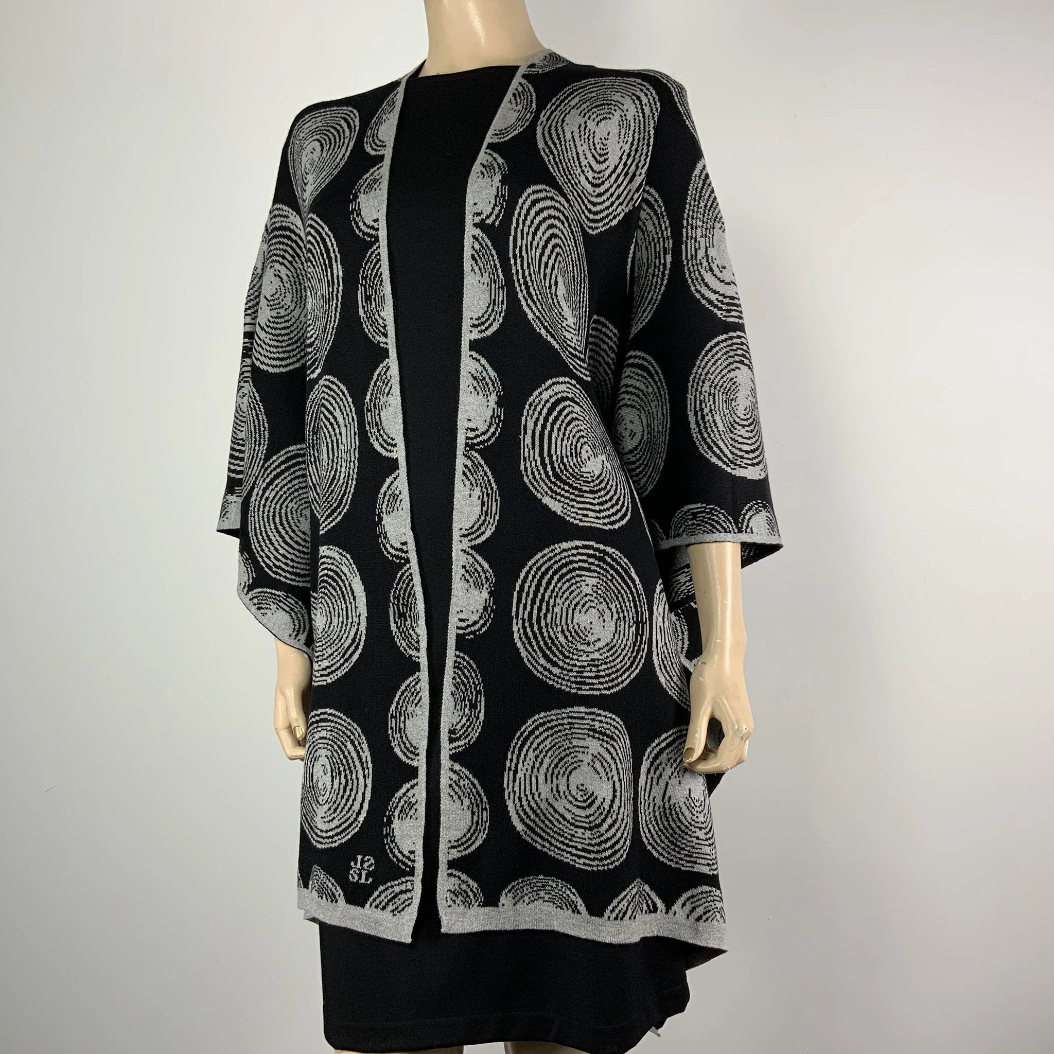 Spirals Cape Black & Light Grey