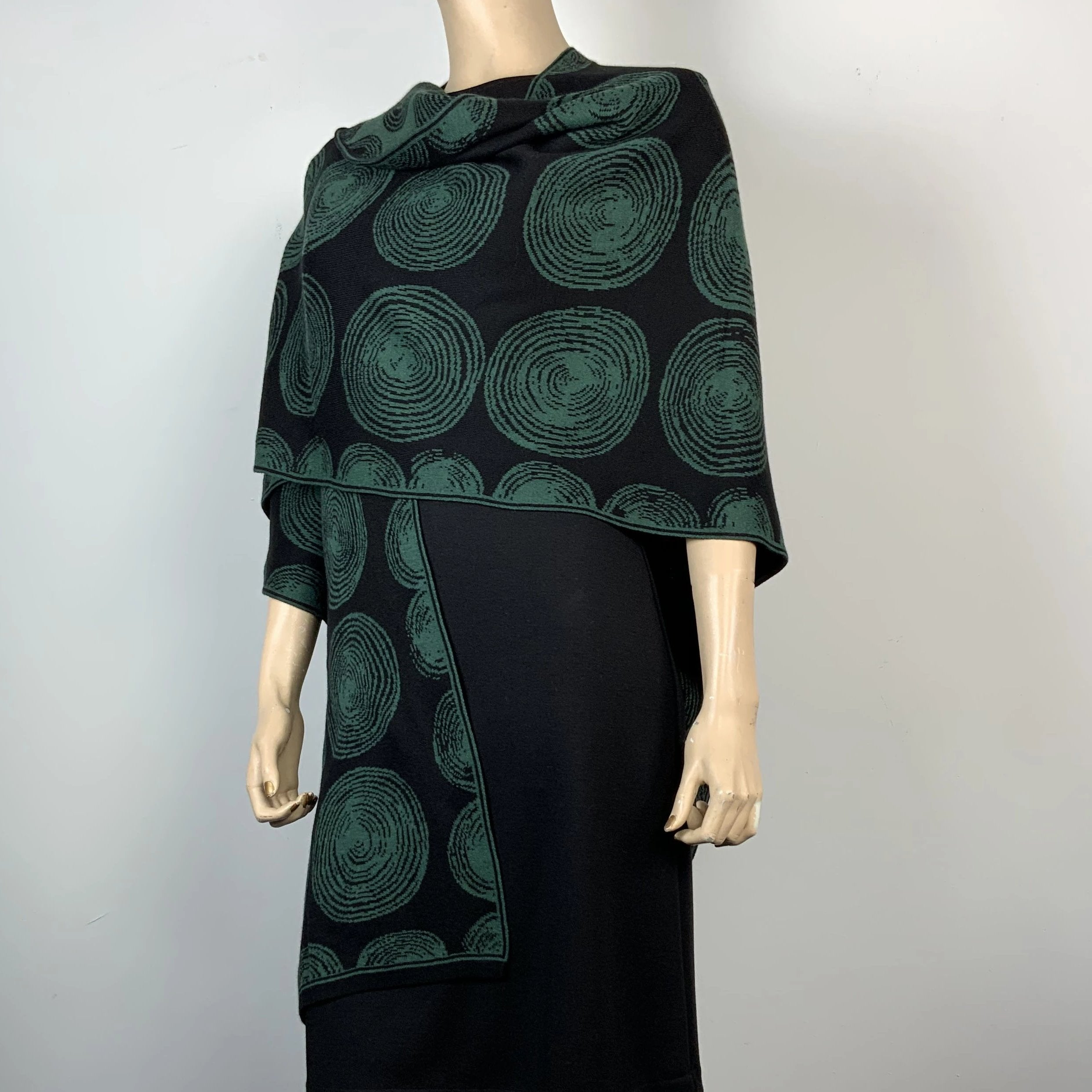 Spirals Cape Black & Hunter Green