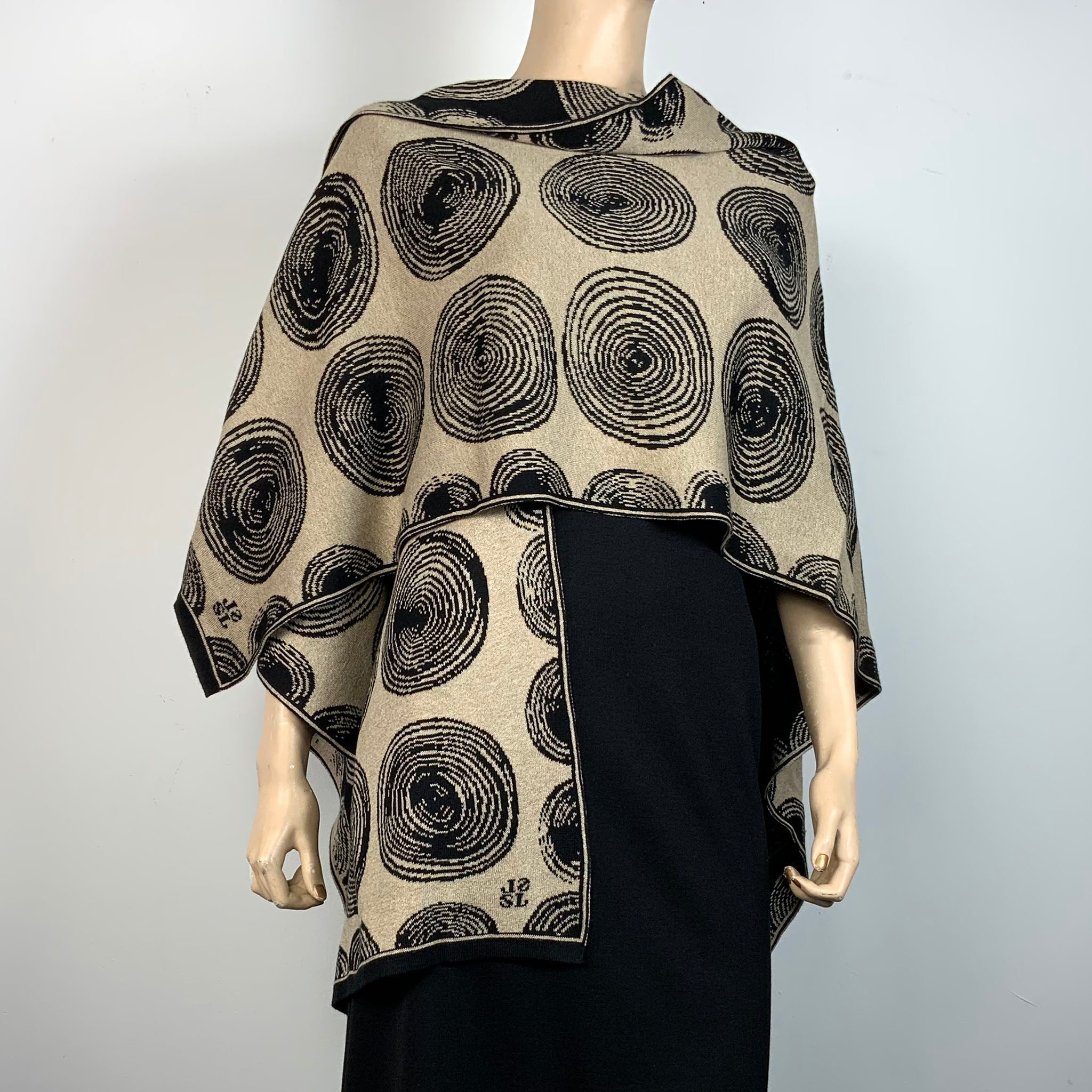 Spirals Cape Black & Sand