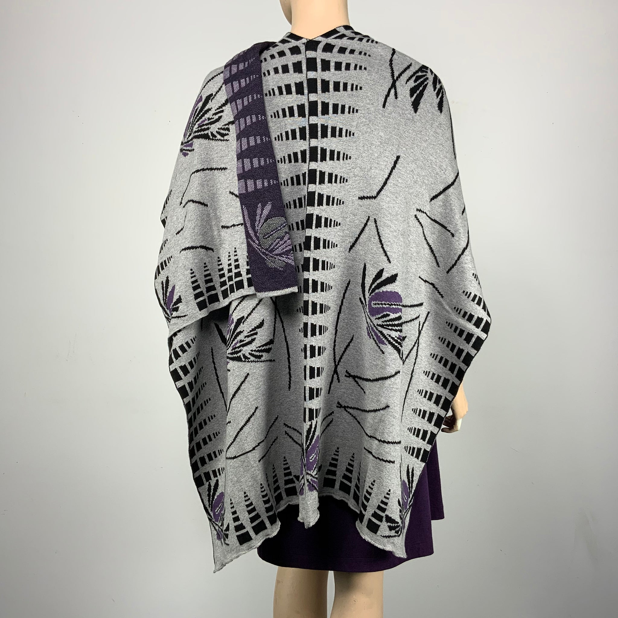 Blossom Cape Light Grey, Black, Purple